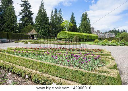 Blick auf Glamis Castle aus italienischen Garten, Angus, Schottland