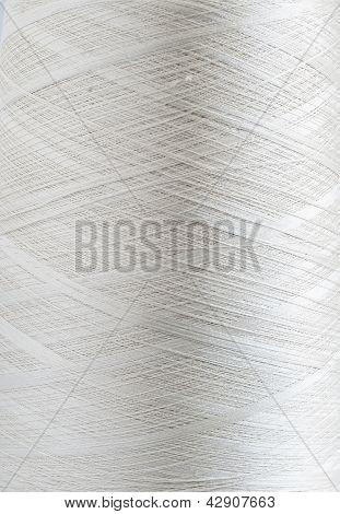 Bobina de hilo de seda blanco
