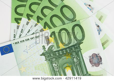 New euro banknotes