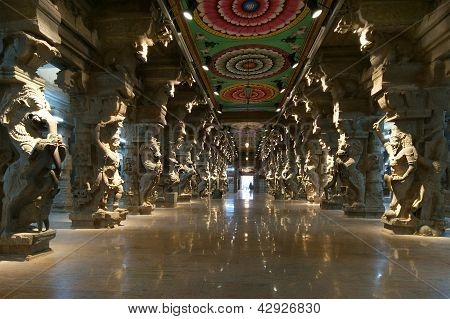 Inside of Meenakshi hindu temple