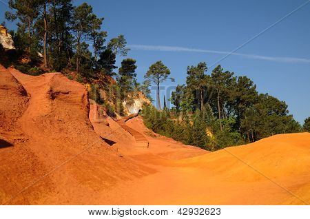 Lub�ron, The Ochre Footpath In Roussillon