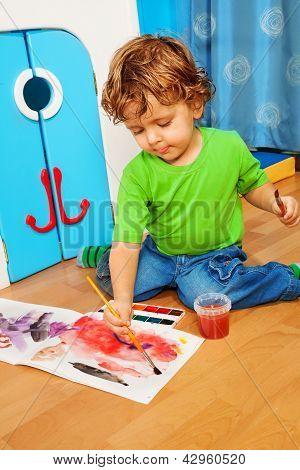 2 Jahre altes Kind spielen