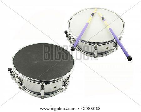 La imagen del tambor bajo el fondo blanco