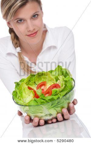 Serie de estilo de vida saludable - mujer con ensalada