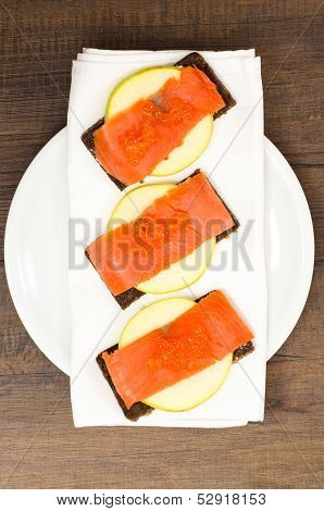 Smoke Wild Salmon With Keta Caviar