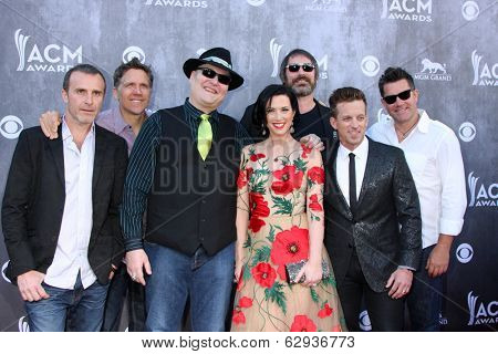 LAS VEGAS - APR 6:  Blues Traveler, John Popper, Shawna Thompson, Kiefer Thompson at the 2014 Academy of Country Music Awards - Arrivals at MGM Grand Garden Arena on April 6, 2014 in Las Vegas, NV