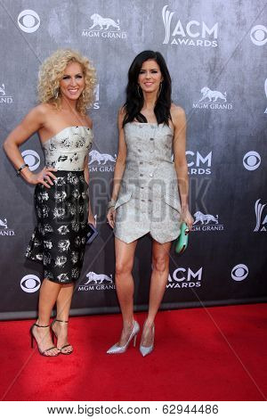 LAS VEGAS - APR 6:  Kimberly Rhodes Schlapman, Karen Fairchild at the 2014 Academy of Country Music Awards - Arrivals at MGM Grand Garden Arena on April 6, 2014 in Las Vegas, NV