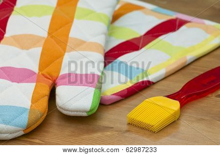 Silicone Pastry Brush And Potholder