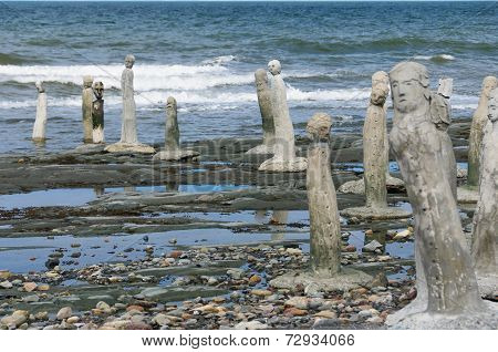 stonework statues leading into the St. Laurence River