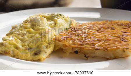 omelet with hash browns