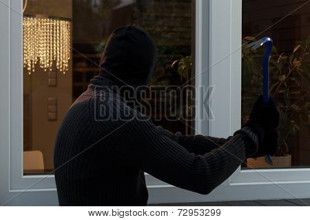 Thief Breaks The Glass