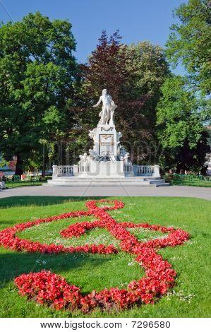 Statue of Wolfgang Amdeus Mozart