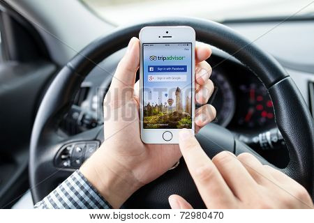 Iphone 5S App Tripadvisor In Hands Of The Driver Car