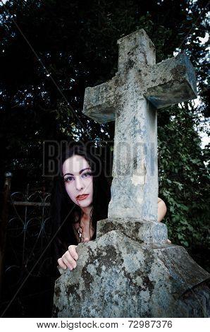 Cross And Vimpire Girl