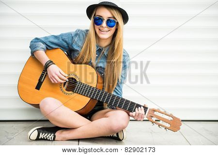 Girl With Gitar