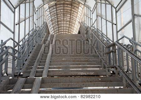 descent footbridge