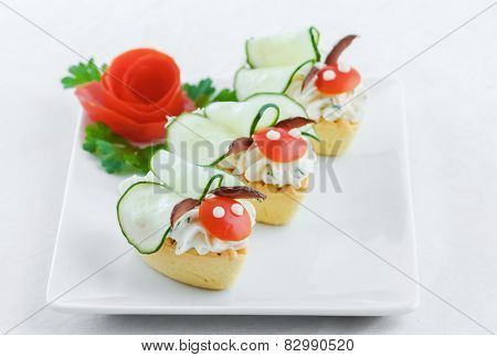 Salty mini tartlets stuffed with cream cheese and  vegetable
