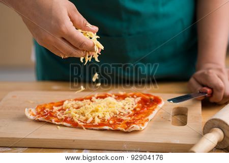 Sprinkling Grated Cheese