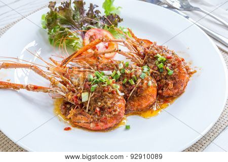 Grilled river prawn shrimp with pepper and garlic sauce
