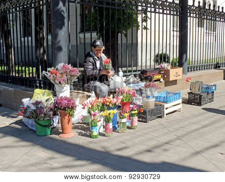 Street Saleswoman Of Flowers