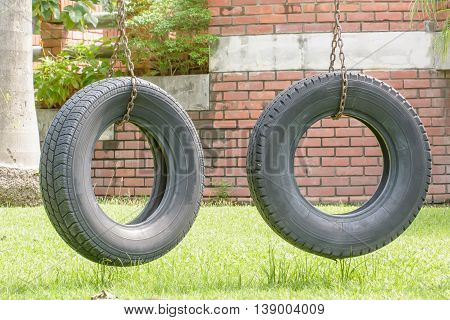 Old tires modify the swing in the garden.