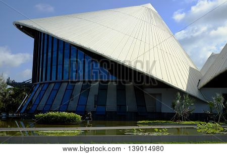 Cao Van Lau Theatre, Conical Hat Building