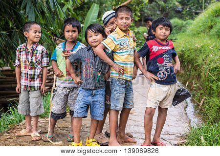 Mamasa, Indonesia - August 17, 2014: Group Of Unidentified Funny Children Posing, Smiling And Lookin