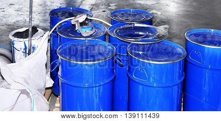 Drums of chemical production in the storage of waste.
