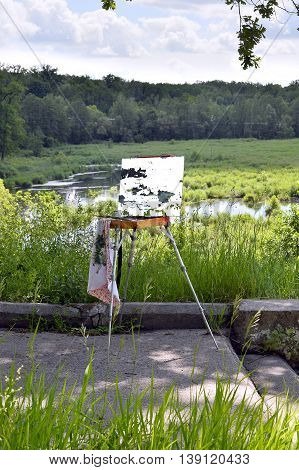 paint a picture on an easel in the open air