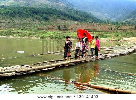 YEN BAI, VIETNAM, February 11, 2016 student groups, highland Yen Bai. go through a simple bridge, to schools