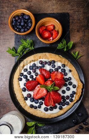 Crispy Cake With Cream And Berries