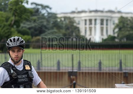 Washington D.c., Usa - June, 21 2016 - Secret Service Agent At White House Building