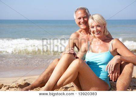 Altes Paar am Strandurlaub