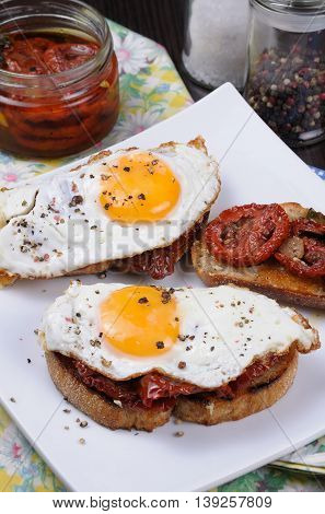 Sandwich with slices of dried tomatoes and egg flavored spices