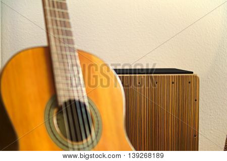 Cajon sharp focused and guitar out of focus