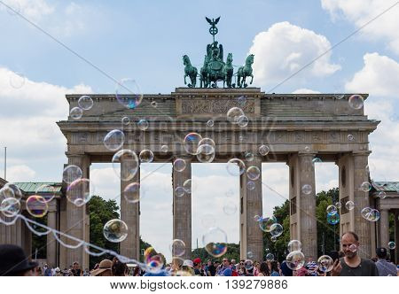 soap bubbles and many people at brandenburg gate