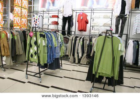 Mannelijke kleding In winkel