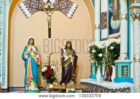Mykykyntsi, Ukraine - Circa June, 2016: Plaster Figure Of Jesus Christ And Holy Mary At Church