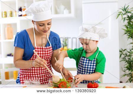Family Prepare Lettuce For Meal
