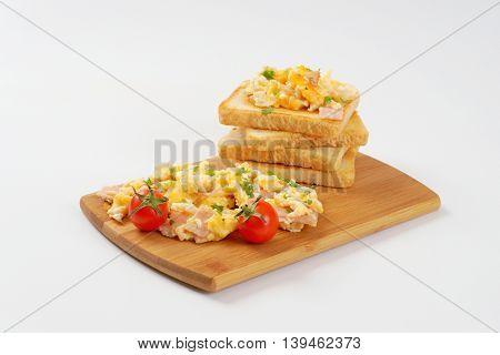 toasted white bread and scrambled eggs with ham
