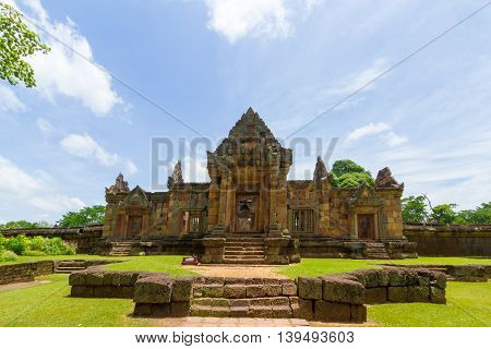 prasat Muang Tam is a Khmer temple in Prakhon Chai district Buri Ram Province Thailand. It is primarily in the Khleang and Baphuon styles which dates its primary phases of construction to the late 10th and early 11th centuries.