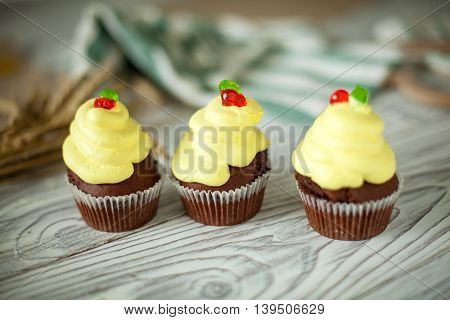 cakes cupcakes sweet wooden yellow chocolate paper
