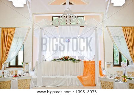 Amazing wedding table with arch at wedding