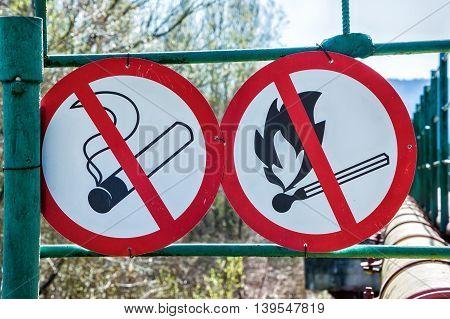 Flammable material warning signs. No smoke no fire