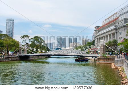 Cavenagh Bridge Spanning The Lower Reaches Of Singapore River