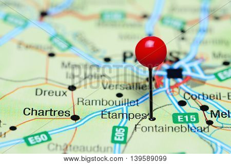 Etampes pinned on a map of France