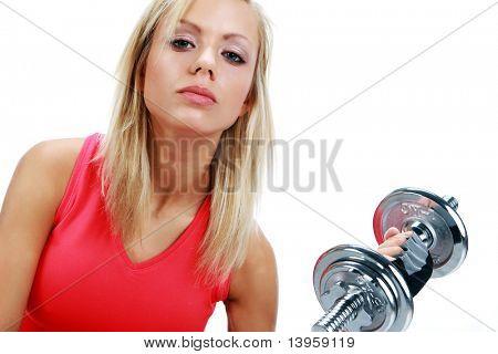Een foto van een vrouw tillen een gewicht