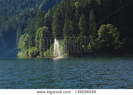 Fountain in lake Obersee. Summer scene in the Swiss Alps.
