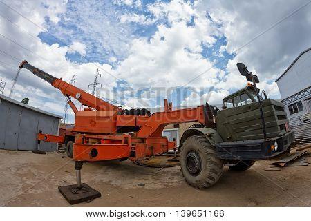 Large Heavy-load Crane Unfolded