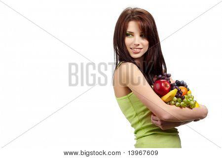 Woman holding eine Grocery Bag voller Frische und gesunde Lebensmittel, die isoliert auf weißem Hintergrund